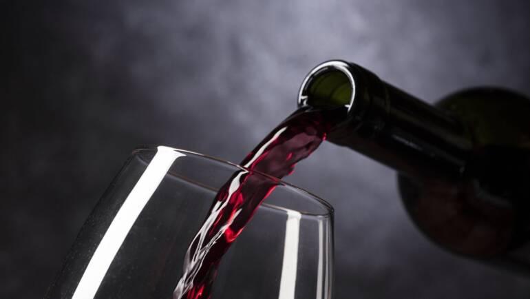 Katerih 5 vinskih kozarcev morate nujno imeti doma?