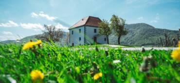 Končno se lahko odpravite na podaljšan vikend izlet v objeme gričkov slovenske Toskane!